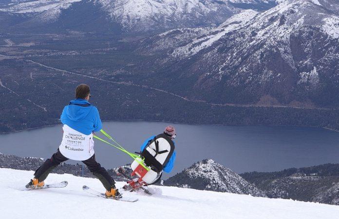 Se presentó en la FIT la primera silla para esquí adaptado