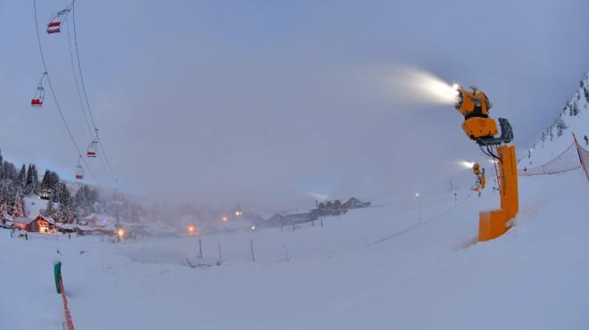 Fabricación récord de nieve en el cerro Catedral